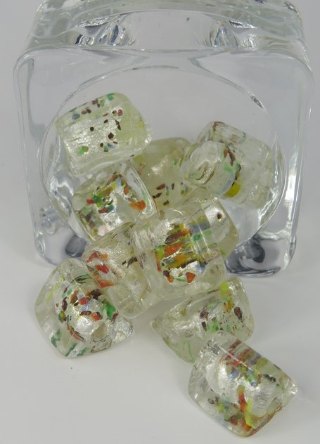 Glaspärlor trekantiga vit