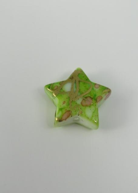 """""""Porslins"""" pärla stjärna 10mm Grön"""