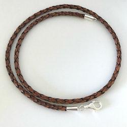 3 mm flätat brunt läderhalsband med silverdelar