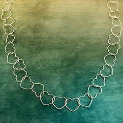 Halsband med hjärtan i silver