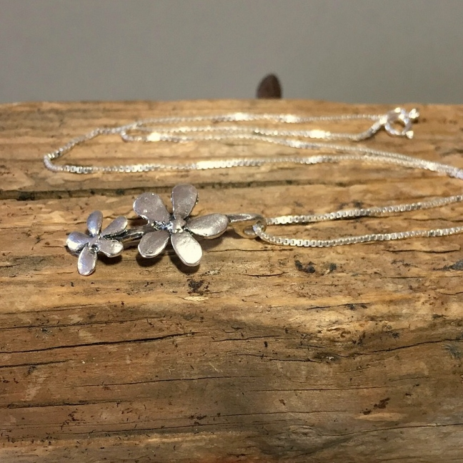 Silver flower - halsband med två blommor