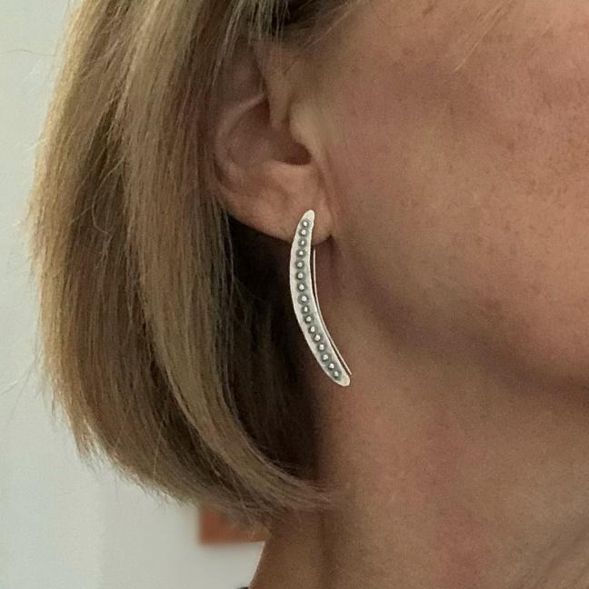 Bridget - Snygga lätt oxiderade örhängen