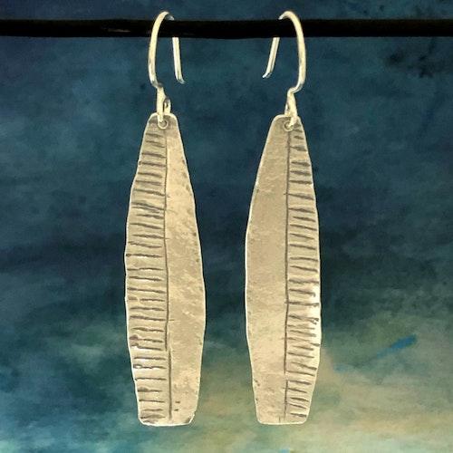 Leah - Långa snygga silverörhängen