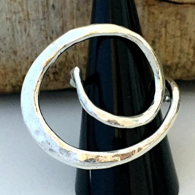 Alissa - Silverring med design som sticker ut