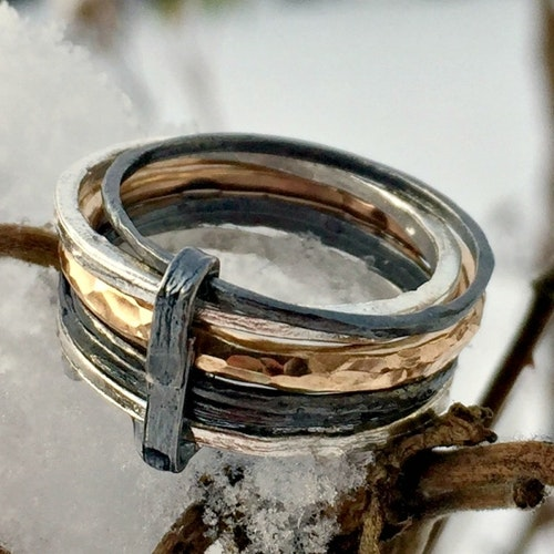 Miya - Sex ringar i silver, svartoxid och guldförgyllning