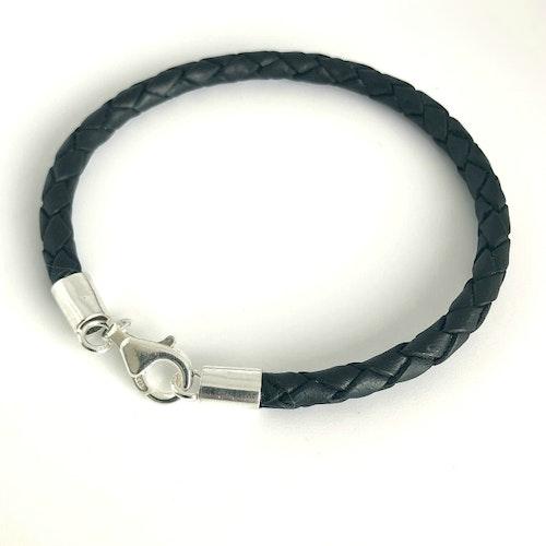 4 mm flätat armband med fina silverdelar