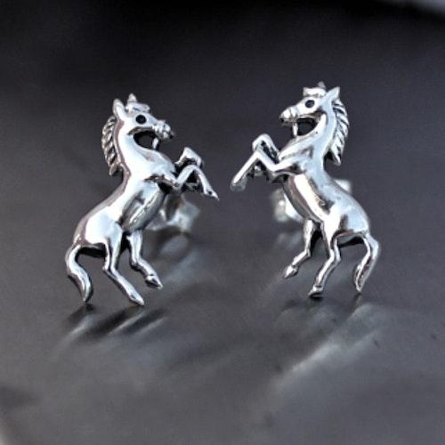Hästar - Silverörhängen