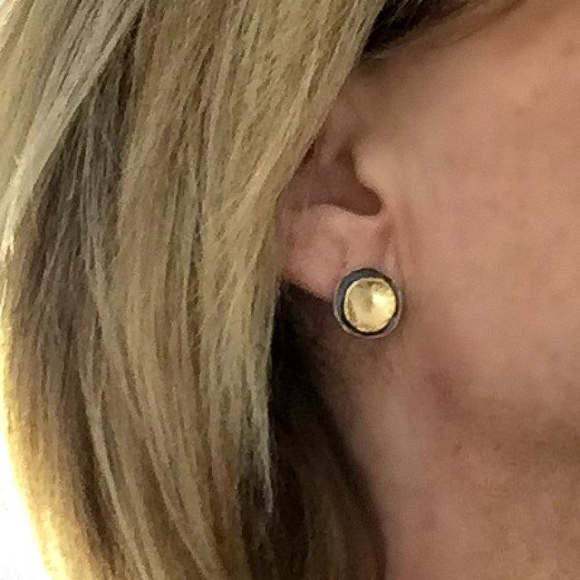 Chloe - Silverörhängen med guldplätering och svartoxid