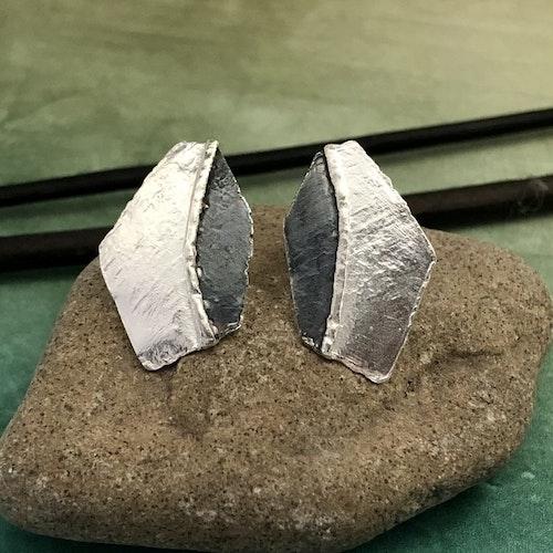Silja - Silverörhängen i svart och vitt