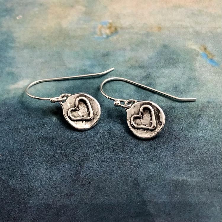 Ayla - Söta och råa örhängen med hjärtan