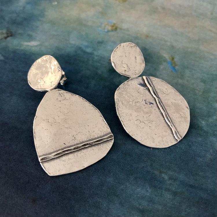 Monia - Läckra örhängen i oxiderat silver