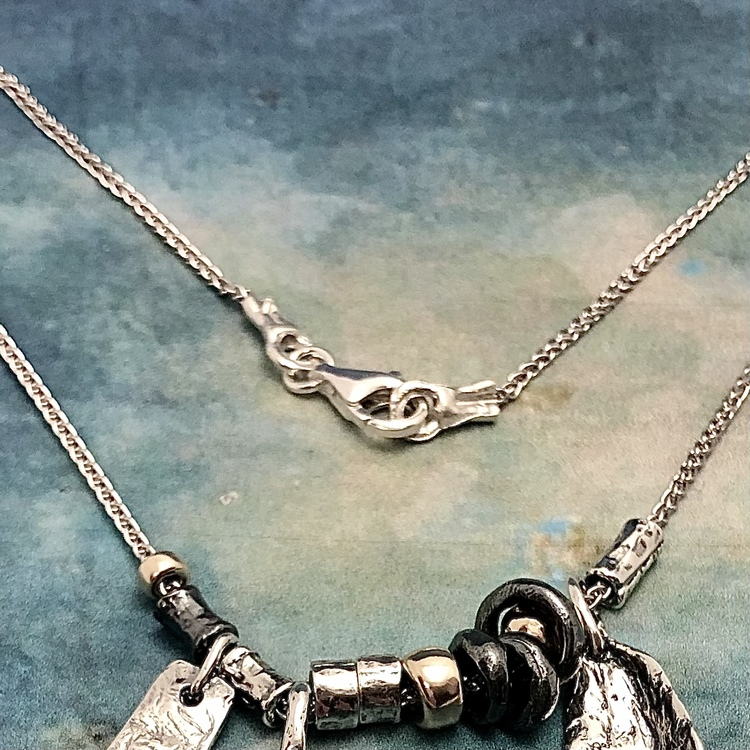 Melanie - Ursnyggt, rikt detaljerat silverhalsband