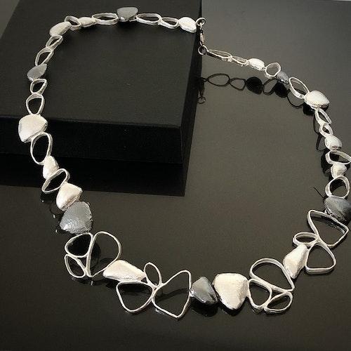 Aurora - Stilfullt halsband.