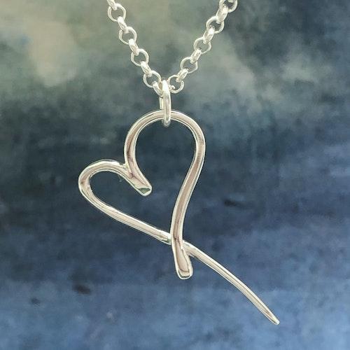 Lexie - Silverhalsband med snyggt designat hjärta