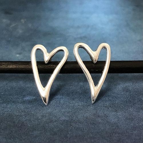 Alicia - Hjärtörhängen i silver