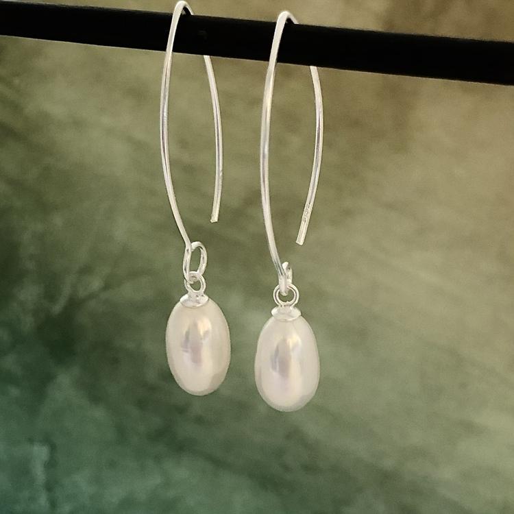 Vanessa - Örhängen med vita pärlor