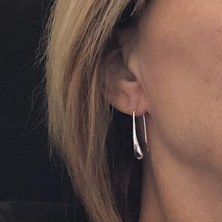Cindy - Droppformade silverörhängen
