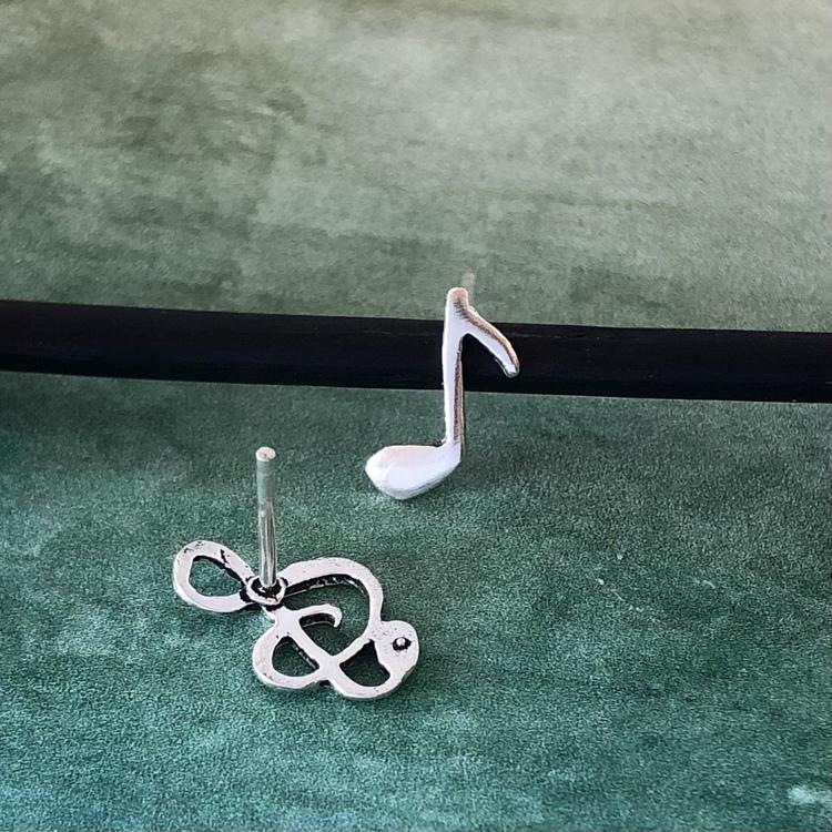 G-klav och not - Silverörhängen