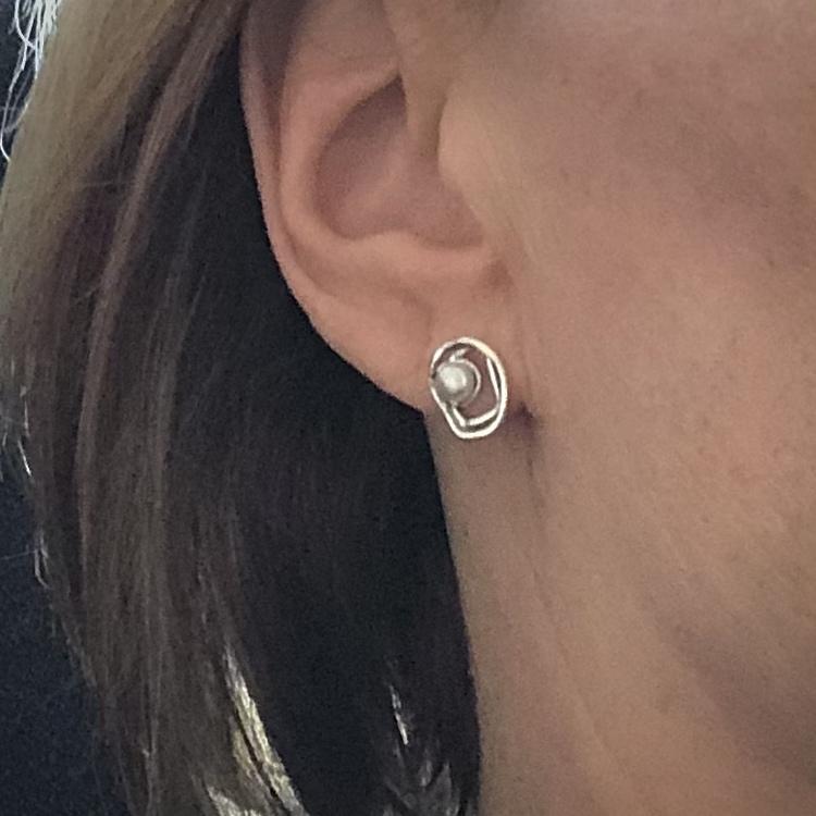Daphne - Små nätta silverörhängen