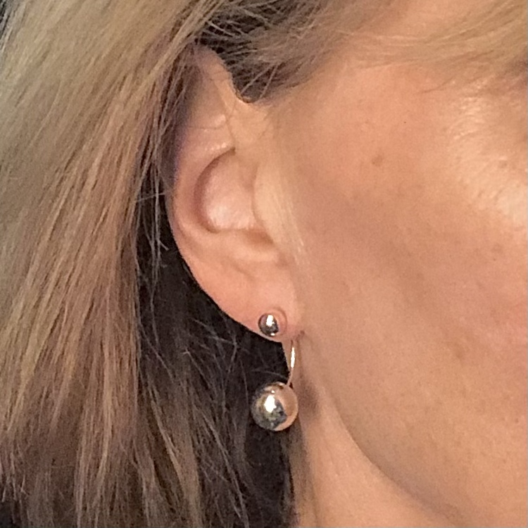 Della - Örhängen  med silverkulor