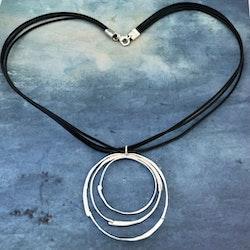 Agatha - Snyggt halsband i silver och läder