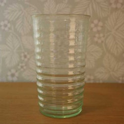 Stora handblåsta glas