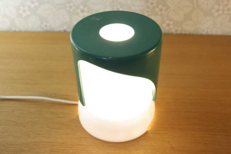 Bordslampa, KD24 1966 - Joe Colombo grön och vit plast