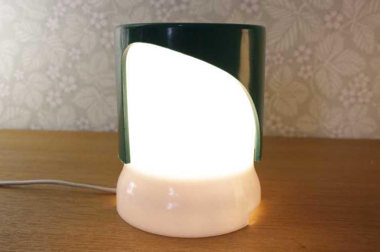 Bordslampa, KD24 1966 - Joe Colombo grön och vit plast tänd