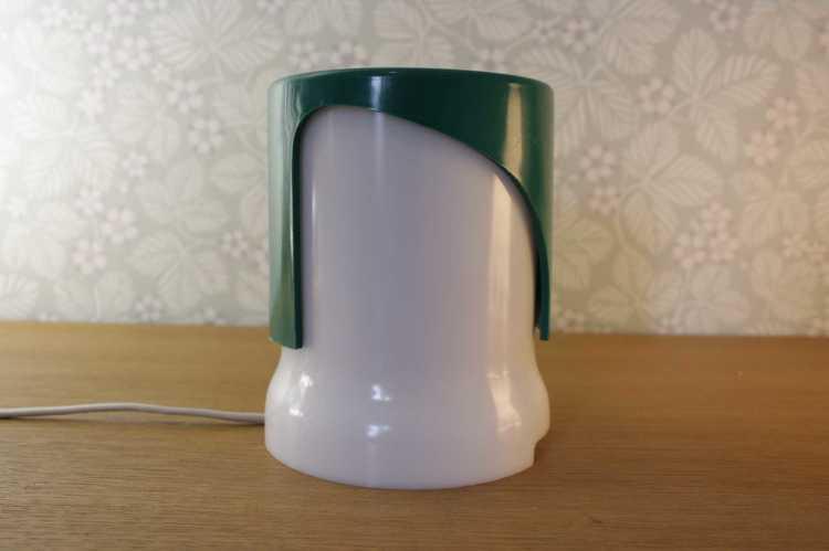 Bordslampa, KD24 1966 - Joe Colombo grön och vit plast framifrån