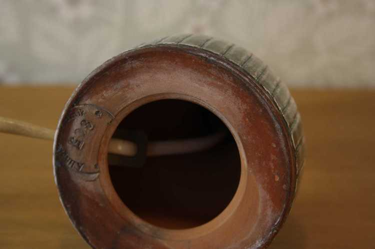 Lampfot i keramik - Alingsås keramik 805 närbild underrede med stämpel