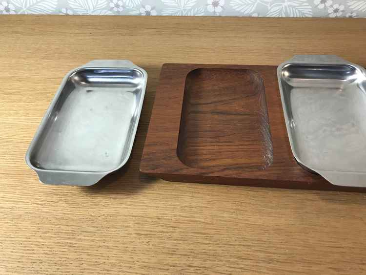 Uppläggningsskålar i teak och stål
