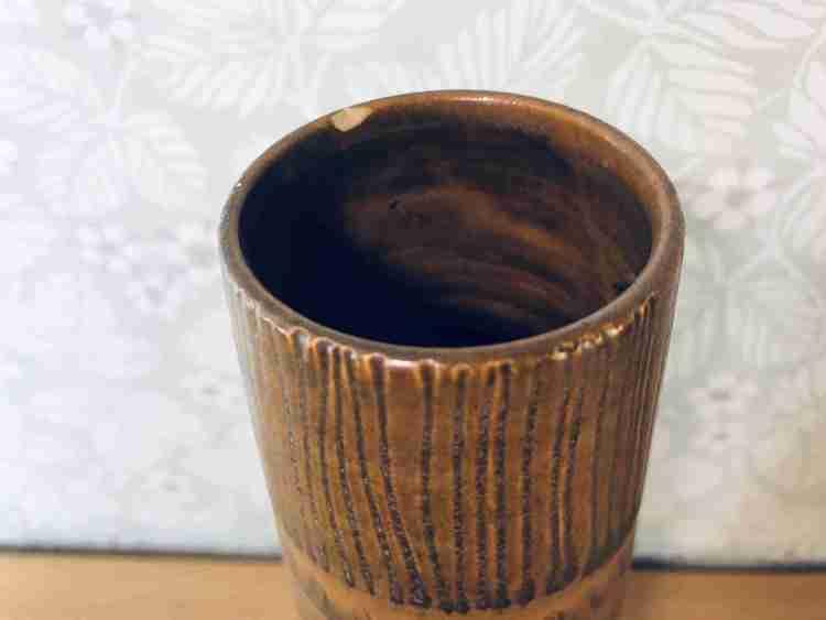 Hög brun vas