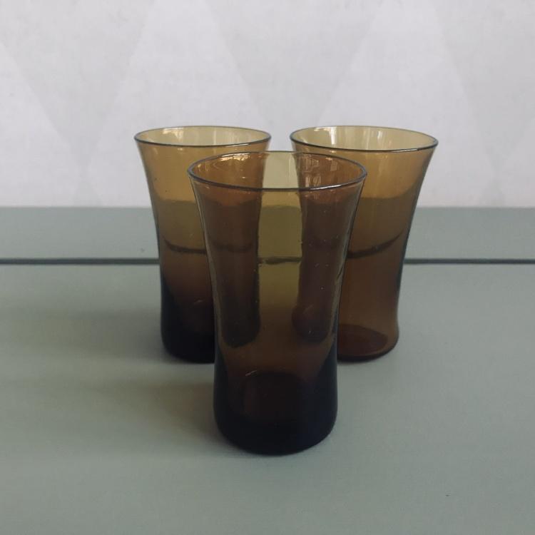 Snapsglas bärnstensfärgat glas