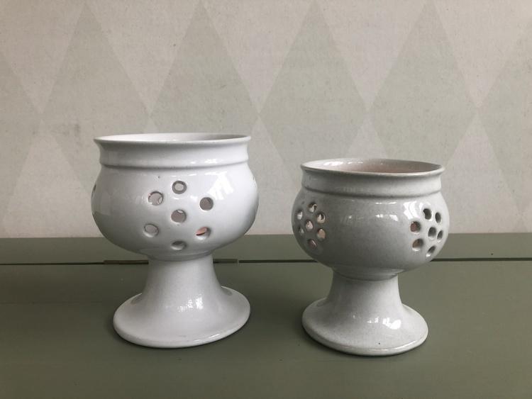 höganäs keramik vita ljuslyktor på fot