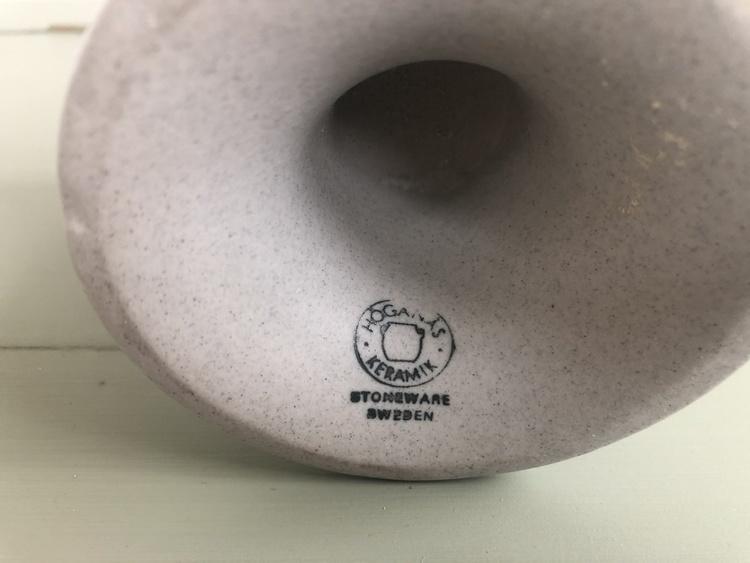 höganäs keramik vit ljuslykta på fot stämpel
