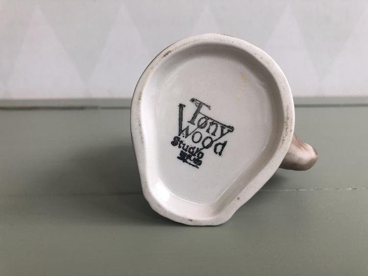 Mjölkkanna uggla  - Tony Wood, England