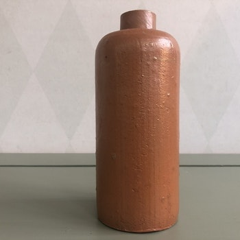 Mindre krus/ vas i keramik