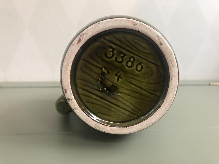 Grön karaff i keramik
