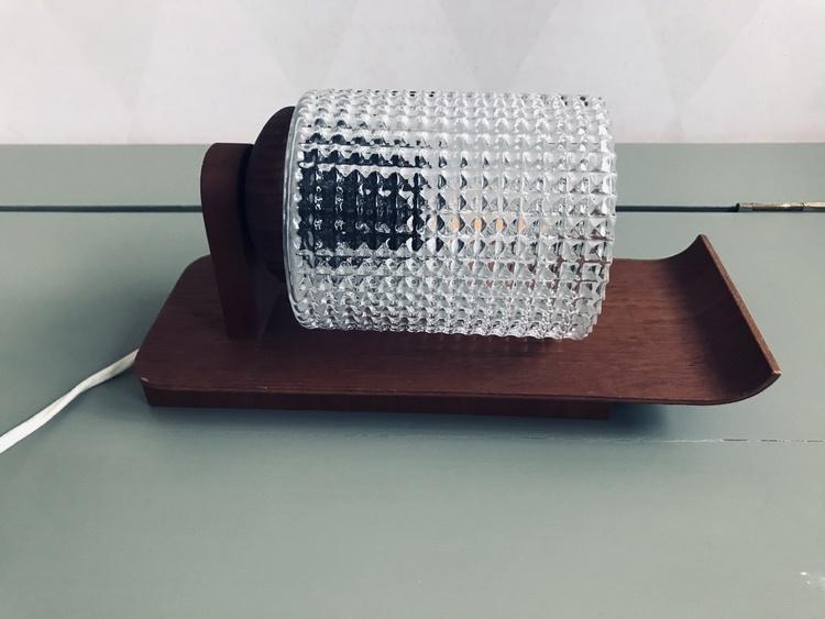 Vägglampett - teak och rutmönstrat glas