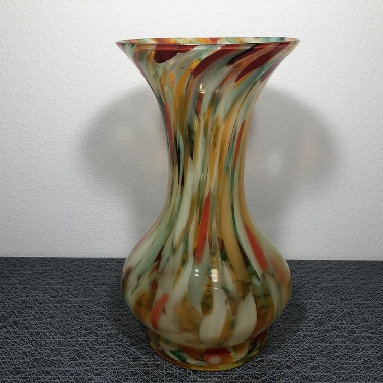 Äldre handblåst glasvas i sprakande färger