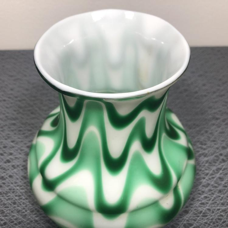 Handblåst äldre vas