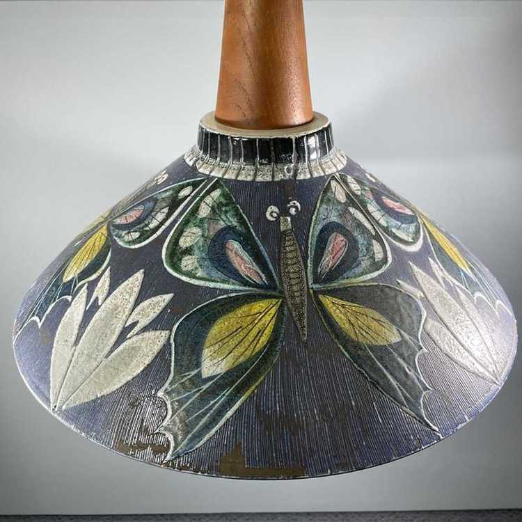 Taklampa keramik och teak Tilgmans Keramik perspektiv