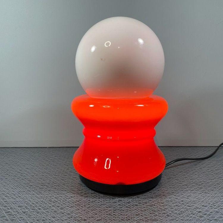 Bordslampa, 70-tal rött och vitt glas