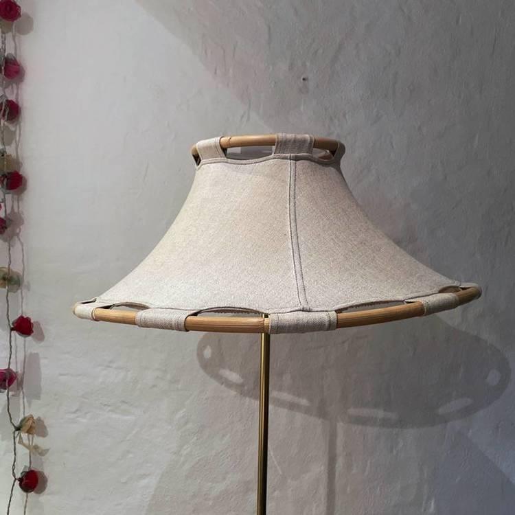 Golvlampa, tygskärm - Ateljé lyktan