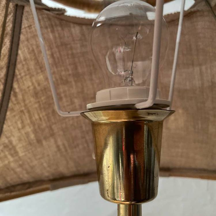 Golvlampa, tygskärm - Ateljé lyktan närbild lamphållare