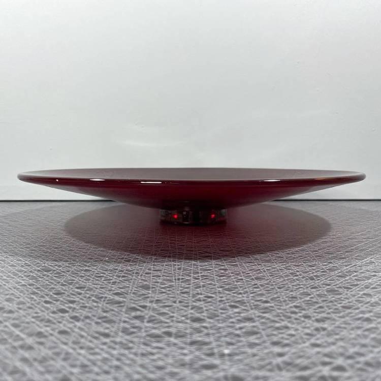 Glasfat på fot, rubinröd