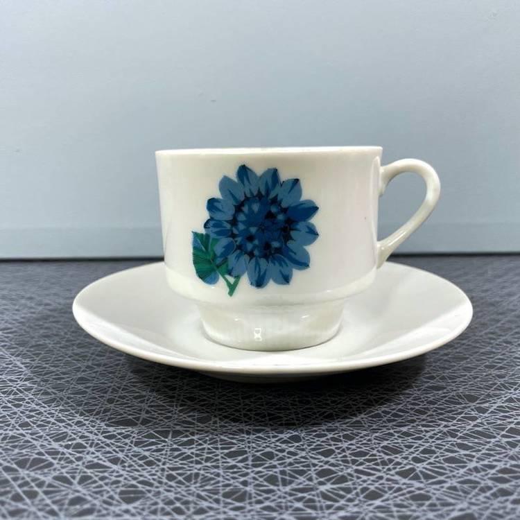 Kaffekopp med blå blommor
