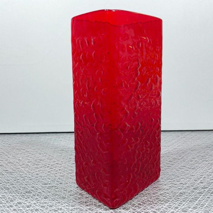 Röd glasvas - Paul Kedelv, Reijmyre