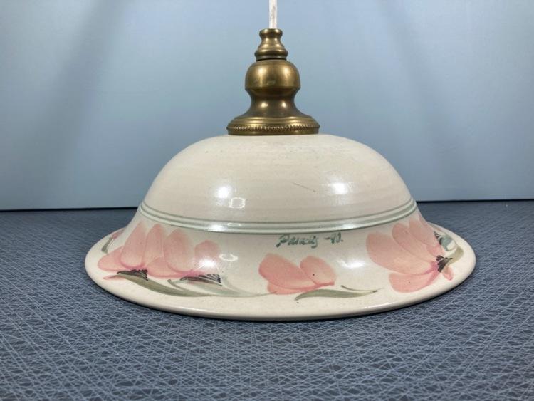 Taklampa keramik Paradisverkstaden vit med rosa blommor