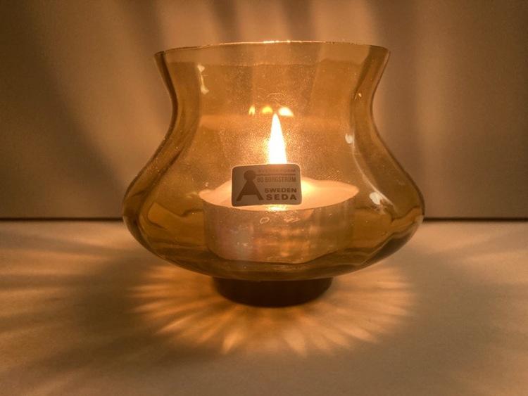 Ljuslykta / vas (gul), Bo Borgström - Åseda Glasbruk med ljus